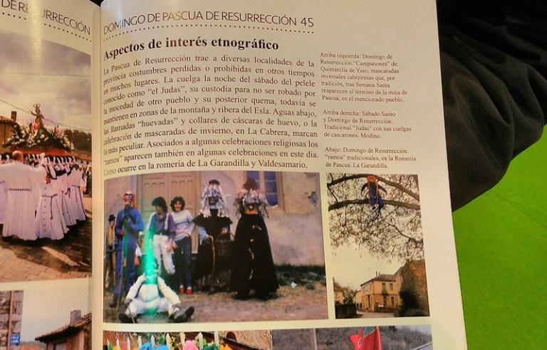 Los Campanones de Quintanilla de Yuso aparecen en un folleto de la Semana Santa en León, en Fitur. Foto: Álvaro Antona