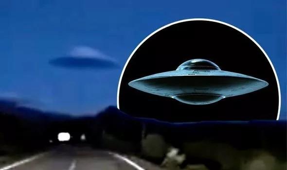 Imagen de la nube lenticular y de la recreación de un platillo utilizada por el experto. «¿Puede esto ser un verdadero platillo volante sobre España?», se pregunta. Foto: UFO SIGHTINGS DAILY