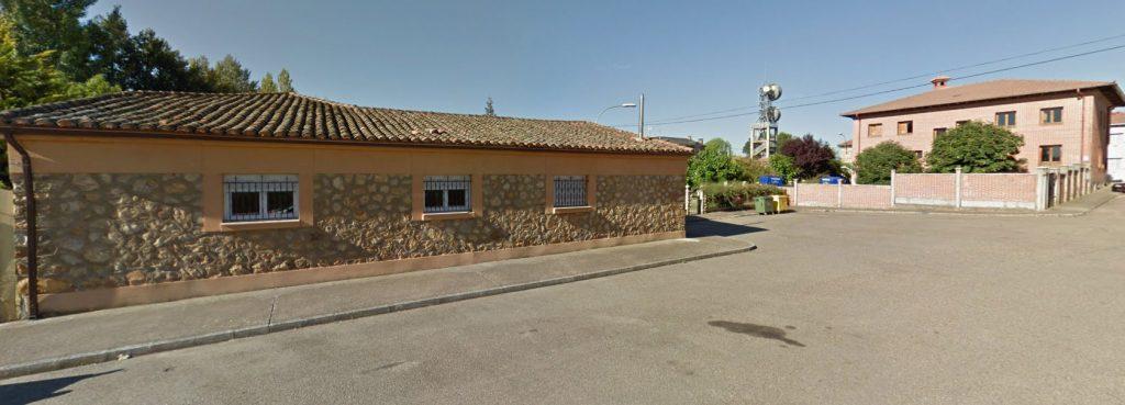 La sala de juntas de la Junta Vecinal de Castrocontrigo se encuentra en la parte trasera del Ayuntamiento.